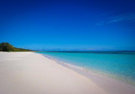 Circuit en Nouvelle Calédonie plage sable blanc à Ouvea un voyage routedelacaledonie.com
